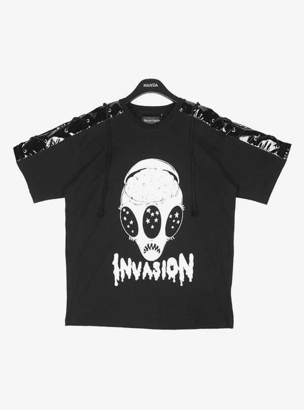 INVASION PRINT STRING TEE